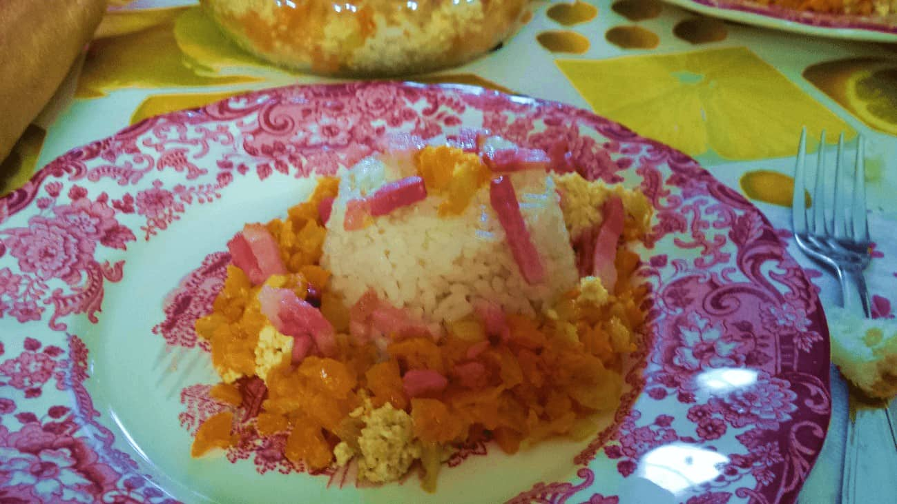 Revuelto de arroz con zanahoria y bacon