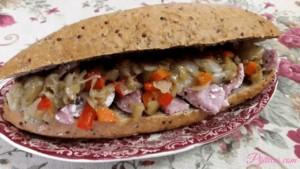 Bocadillo de pan de chia con lomo de cerdo cocinado a baja temperatura y panache de verduras