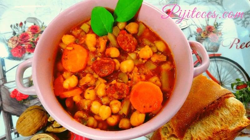 Potaje de garbanzos con chorizo picante