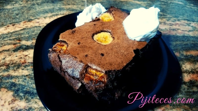 Brownie de chocolate con almendras y pistachos