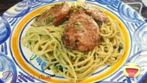 Espaguetis con solomillo de cerdo al pesto