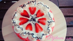 Tarta de cumpleaños de nata y aguacate