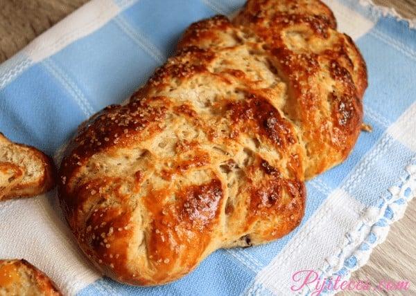 Pan dulce con dátiles jugoso