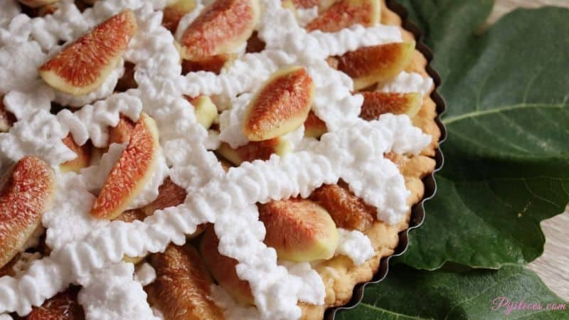 Pastel de higos con crema pastelera y merengue