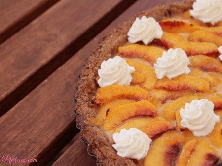 Tarta de crema pastelera y melocotón